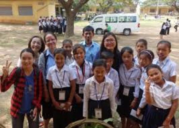 カンボジア、コンポンチャム州の学校に奨学金を届けよう!